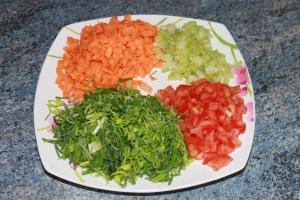 Taillez tous le légumes en fines mirepoix