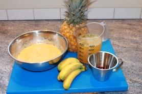 Mixer les fruits, préparez le jus d'agrumes, le sirop de grenadine