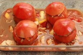 Farcir les tomates, ajoutez la pulpe, la sauce, la moelle...