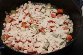 Saupoudrez de farine, couvrir et laissez cuire 5 minutes.