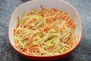 Linguines, carottes, et courgettes